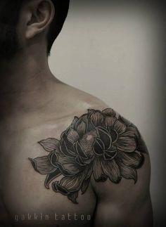 Flower tattoo shoulder by Gakkin tattoo ( Japan) - man tattoo - tattoos Black Ink Tattoos, Body Art Tattoos, Sleeve Tattoos, Tatoos, Gakkin Tattoo, Blackwork, Flower Tattoo Shoulder, Shoulder Tats, Beautiful Flower Tattoos