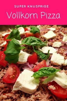 Diese Vollkorn Pizza schmeckt mindestens genau so gut wie mit Weizenmehl und lässt sich super portionsweise einfieren und wieder aufbacken.