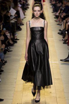 Christian Dior - Spring 2017 Ready-to-Wear Fashion Show Paris Fashion Week PFW
