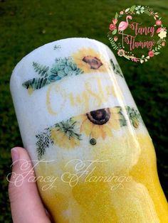 Diy Tumblers, Custom Tumblers, Glitter Tumblers, Cup Crafts, Diy And Crafts, Thermos, Tumblr Cup, Custom Cups, Glitter Cups