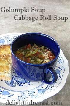 Golumpki Soup - Cabbage Roll Soup / www.delightfulrepast.com Cabbage Roll Soup, Cabbage Rolls, Mexican Food Recipes, Italian Recipes, Soup Recipes, Salad Spinner, Green Cabbage, Middle Eastern Recipes, French Food