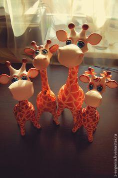 Жирафельное семейство - бежевый,жираф,жирафы,подарок,семейка жирафов,папье-маше