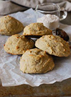 Glutenfria helgscones //Baka Sockerfritt Cheesecake, Cookies, Desserts, Cheesecake Cake, Crack Crackers, Postres, Biscuits, Deserts, Cheesecakes