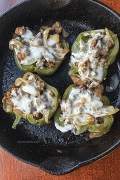 Low Carb Philly Cheesesteak Stuffed Peppers Low carb stuffed peppers features tender beef and onions covered in melted cheese. This easy cheese steak recipe makes a dinner the whole family will love. Low Carb Keto, Low Carb Recipes, Cooking Recipes, Healthy Recipes, Healthy Snacks, Diabetic Recipes, Grilling Recipes, Veggie Recipes, Free Recipes