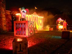 A Progressive Alamedan: Non-Political: Amazing Halloween Front Yard-inspiration for CarnEvil Halloween Circus, Halloween Queen, Scary Halloween Decorations, Halloween Haunted Houses, Outdoor Halloween, Diy Halloween Decorations, Holidays Halloween, Halloween Themes, Halloween Crafts