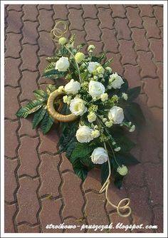 Barwimy w kolory...: Florystyka funeralna ... Sunflower Wedding Centerpieces, Deco Floral, Funeral Flowers, Black Flowers, Ikebana, Altar, Floral Arrangements, Christmas Wreaths, Floral Wreath