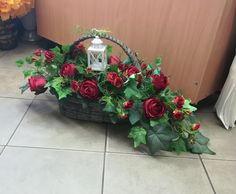Funeral Memorial, Container Plants, Floral Arrangements, Diy And Crafts, Christmas Wreaths, Floral Wreath, Bouquet, Holiday Decor, Garden