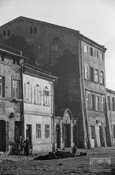 Ul. Szeroka - kamienice (nr 14, 16, 18) 2. połowa lat 40. XX w.