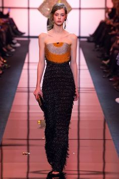 View the complete Spring 2017 haute couture collection from Armani Privé.
