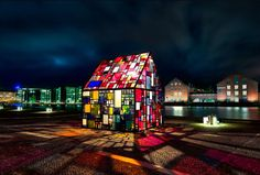 A thousand reclaimed pieces of Plexiglass were used to create the outdoor sculpture of a stained-glass house, shown above. Created by New York artist Tom Fruin and showcased at the plaza of the Royal Danish Library in Copenhagen. Modern Stained Glass, Stained Glass Art, Stained Glass Windows, Mosaic Glass, Mosaic Art, Outdoor Sculpture, Outdoor Art, Label Art, L'art Du Vitrail