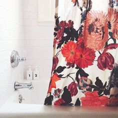 #TubClub privacy c/o the Agneta Shower Curtain 📸 @missmake