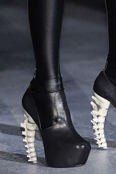 Spinal Stilettos - Skeletal Dsquared2 Fall 2010 Shoes Are Anatomazing (GALLERY) interesting...