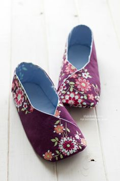 Kimono slippers. These are so cute and could be a good way to use all those Chinese brocade offcuts.