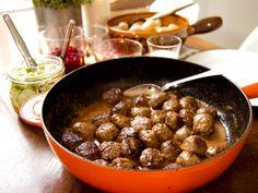 Köttbullar med pressgurka och färskpotatis (kock Filip Fastén)