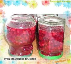 Červený rybíz otrháme na kuličky, zbavíme stopek a vysypeme na široký pekáč. Přidáme všechny ingredi... Salsa, Mason Jars, Candle Holders, Candles, Canning, Food, Syrup, Essen, Mason Jar