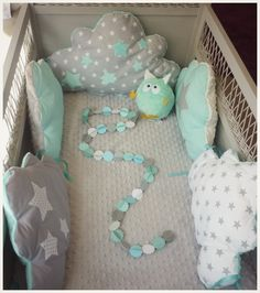 Tour de lit bébé 70x140 cm nuage bleu aqua et gris clair : Linge de lit enfants par les-petits-gosses-miniatures