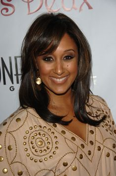 Tamera Mowry Gold Dangle Earrings - Tamara Mowry accented her outfit with dangling gold disc earrings at Los Angeles Confidential Magazine's Pre-Emmy Party. Simply Hairstyles, Tia And Tamera Mowry, Lab, My Black Is Beautiful, Gorgeous Hair, Beautiful People, Beautiful Women, Natural Hair Styles, Long Hair Styles