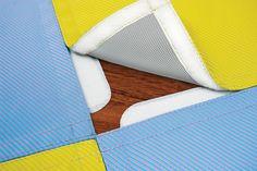 /Nik_Modulo tappeto calpestabile e impermeabile. In tessuto lavabile e resistente a qualsiasi sollecitazione. Imbottito con materiale soffice ad alta resilienza e totalmente impermeabile.  Ogni modulo è collegabile ad altri grazie ad un sistema velcrizzato ed antiscivolo, per creare innumerevoli forme e nuove combinazioni cromatiche.