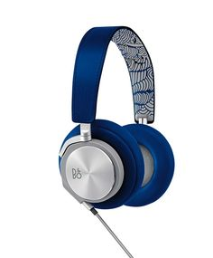 Just in time for the FIFA World Cup, Danish audio specialist Bang & Olufsen partnered with Pepsi to introduce a unique new line up of headphones. High End Headphones, Cute Headphones, Bluetooth Headphones, Sennheiser Headphones, Smartphone, Bang And Olufsen, Audiophile, Tech Gadgets, Headset