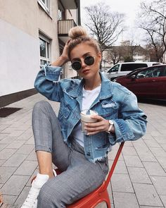 Outfits are hard to find when it's that awkward cold in the morning and hot in the afternoon weather. To help you out, here are the best outfit ideas for those awkward weather days. Spring Outfits, Trendy Outfits, Fashion Outfits, Womens Fashion, Ladies Fashion, Best Outfits, Fashion Ideas, Fashion 2018, Fashion Styles