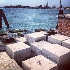 Basamento para la escultura La Partigiana de Carlo Scarpa en Venezia