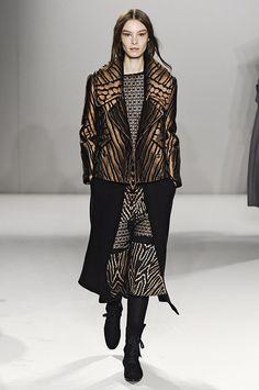 Pin for Later: Die 12 größten Mode-Trends in diesem Herbst  Temperley London Herbst/Winter 2015