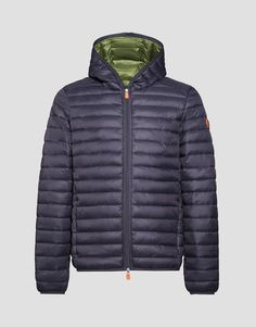 Description Material Care Quilted Men's jacket with hood,continuous zip with double slider and side pockets with invisible zips. It can be used under a classic coat to increase its warmth even during the coldest days. Practical and compact, it can be easily carried using its bag. Warmth: Warm SKU: S3065M-GIGA6 Composit