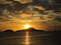 cloudy sky of the week! #whereyouwouldratherbe #guadeloupe #gwada #itscloudy #picoftheday #clouds #sunset #summerfeeling #instagood #formomentsoflevity #beachlife #letsswim #placetobe #sunsoutsunniesout #sunglasses