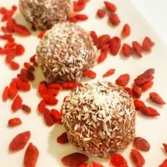 Peanut Butter, Cacao Powder, Chia Seeds, Hemp Seeds, Coconut flakes and Goji berries! Super Duper Power Balls, totally NATURAL by Natural Nibs (www.naturalnibs.com)