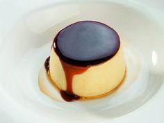 Il maestro pasticciere Luca Montersino ci insegna a preparare un grande classico tra i dolci al cucchiaio, il creme caramel