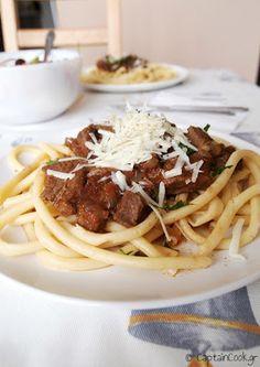 Captain Cook: Κερκυραϊκή Παστιτσάδα Greek Recipes, Spaghetti, Cooking Recipes, Ethnic Recipes, Food, Recipe Ideas, Meat, Chef Recipes, Essen