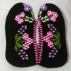 Diy Crafts - Not Found - This page has been removed Beaded Flowers Patterns, Crochet Patterns, Crochet Sandals, Knitted Slippers, Tunisian Crochet, Mittens, Lana, Diy And Crafts, Crochet Hats