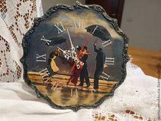 Купить или заказать Часы 'Танец под дождем' в интернет-магазине на Ярмарке Мастеров. Элегантные часы с очень трогательным сюжетом выполнены в технике декупаж украсят ваш дом.Подарок для людей творческих ил просто на день свадьбы,день рождения и т.д.