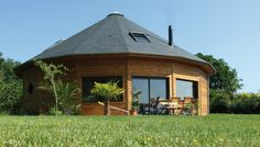 Casa Octagonal, Round House Plans, Yurt Home, Yurt Living, Round Building, Unusual Buildings, Dome House, Yurts, Home Design Plans