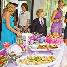 Ylioppilasjuhlien ruokaisa buffetti rakennetaan sankarin mieltymysten mukaan. Joukossa on raikkaita salaatteja ja thai-tyylisiä makuja. Food And Drink, Menu, Table Decorations, Baking, Ethnic Recipes, Buffets, Graduation, Celebration, Party Ideas