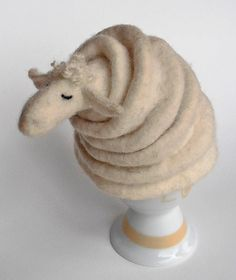 eierwarmer schaap (vilt). Yip, I might need one of these for Church