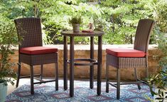 A bar-height table and chairs on a small patio. Outdoor Kitchen Patio, Patio Dining, Small Patio, Outdoor Rugs, Outdoor Spaces, Outdoor Decor, Pallet Furniture Easy, Deck Furniture, Outdoor Furniture Sets