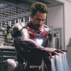 tony stark in endgame Marvel Dc Comics, Marvel Heroes, Marvel Avengers, Iron Man Suit, Iron Man Armor, Rougue One, Marshmello Wallpapers, Iron Man Wallpaper, Iron Man Avengers