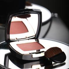 Además de tener un nuevo estuche nuestro rubor compacto #BlushDelicat tiene una textura ultrasedosa con un acabado completamente uniforme. #YoSoyLBEL #maquillaje #productos #lbel #lbelusa #lbelonline #rubor #blush #