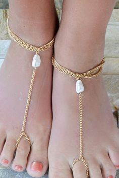 White Round Faux Stone Beach Barefoot Sandals
