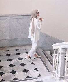 Discover recipes, home ideas, style inspiration and other ideas to try. Modern Hijab Fashion, Street Hijab Fashion, Hijab Fashion Inspiration, Muslim Fashion, Modest Fashion, Modest Wear, Modest Dresses, Modest Outfits, Casual Hijab Outfit