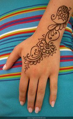 Simple paisley wrist by Meghan's Mehndi, via Flickr
