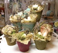 Pretty Spring baskets from peat planting pots with twig handles. These would be good for May Day, Easter or just general spring decorating. Hoppy Easter, Easter Eggs, Easter Bunny, Mosses Basket, May Day Baskets, Diy Ostern, Paperclay, Vintage Easter, Easter Crafts