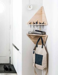 This small studio flat uses modern geometric wall shelving for storage. #entryway #smallflat #wallshelving