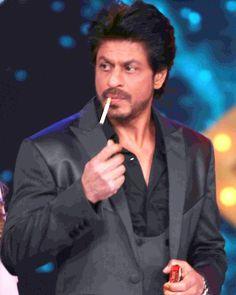 Shah Rukh Khan.💗 Shah Rukh Khan Movies, Shahrukh Khan, Bollywood Theme, Bollywood Actors, Cute Girly Quotes, Sky Zone, Pre Wedding Shoot Ideas, Om Shanti Om, Best Hero
