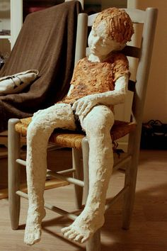 Sleeping child sculpture by Jurga Martin - photo from zest. Human Sculpture, Sculpture Clay, Abstract Sculpture, Ceramic Figures, Clay Figures, Paper Mache Crafts, Art Carved, Contemporary Sculpture, Country Art