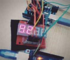 ability to communicate the state of charge of battery via two 7-segment display #Arduino #yaslamen