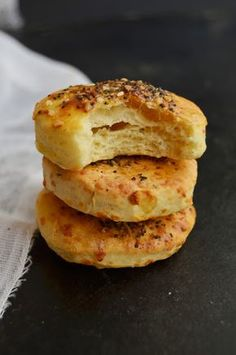 Food &photos from my kitchen! Food Photo, Bagel, Hamburger, Food And Drink, Bread, Breakfast, Recipes, Essen, Morning Coffee