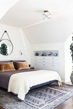 san francisco bedroom || mirror above the bed || gold ceiling fixture