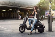 Image of UNU Electric Scooter Boasts 100 km Range with a Portable Lithium-ion Battery